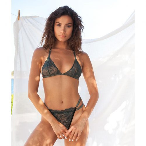 Holly Chic Set Effortless seduction! Crafted from soft materials and decorated with delicate lace. With a surprising detail at the back that makes it perfect for matching with open back dresses,shirts and tops.Ideal for comfortable everyday use with a stylish touch.
