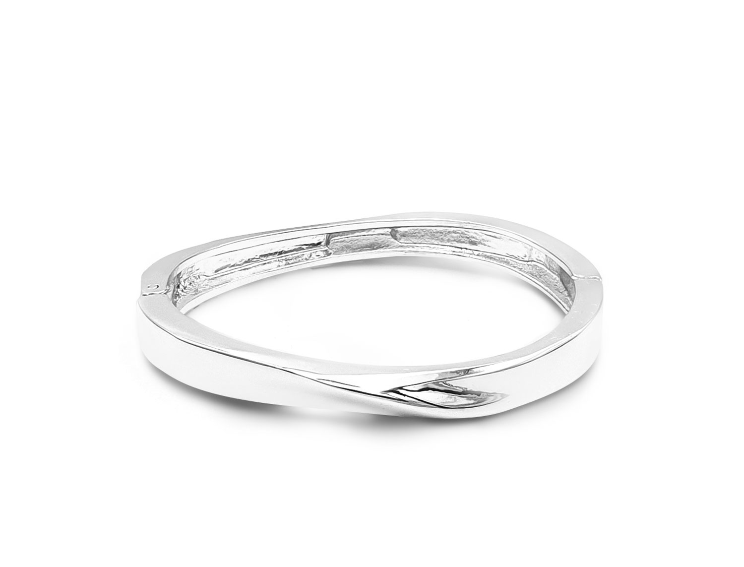 Make a sparkling statement wherever you go with Open Spring Wave Bracelet This Light weight Bracelet is both eye-catching and comfortable to wear. Features an opening spring mechanism . The design of the opening spring can fit most wrists, making the bracelet easy to wear without falling. Metal : Sterling Steel